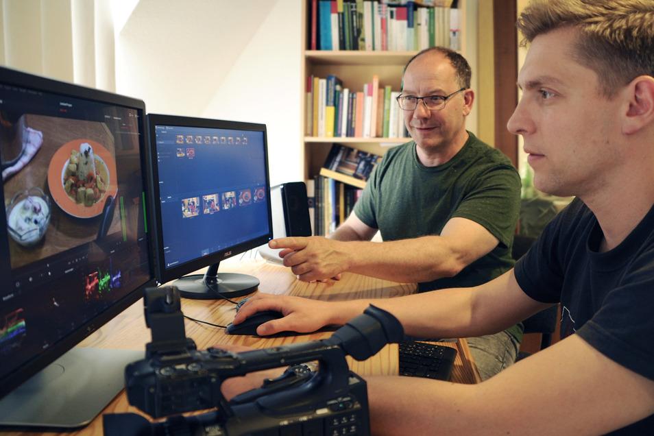 Geschnitten: John Weickardt und Udo Leupold vom SAEK Riesa arbeiten am Filmschnitt. Jetzt gibt es im Studio in der Stadthalle Stern wieder Veranstaltungen.
