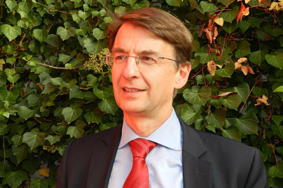 Wolfram Kudla war von 2014 bis 2016 Mitglied in der Kommission Lagerung hoch radioaktiver Abfallstoffe. Diese hat einen Bericht erarbeitet, aus dem hervorgeht, wie der Prozess der Standortsuche ablaufen und welche geologischen Kriterien angewandt werden s