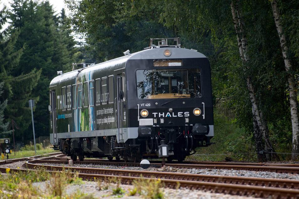 Der Forschungszug gehört zum Projekt Smart Rail Connectivity Campus unter Führung der Technischen Universität Chemnitz.