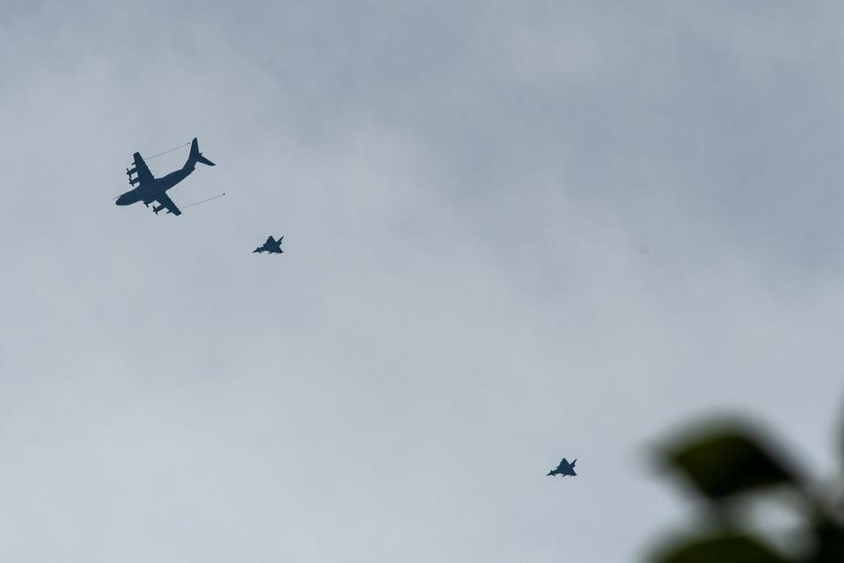 Militärische Flugzeuge über Leisnig: Beobachtungen von der Burg Mildenstein