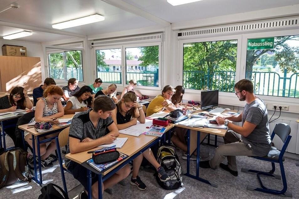 An der Oberschule Rauschwalde finden bereits seit zwei Jahren Teile des Unterrichts in Containern auf dem Schulhof statt.