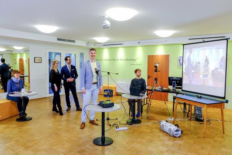 In ihrer Not haben sich die Tanzschulen im Freistaat an die Politik gewandt. Auch die Tanzschule von Stefan Linhart in Radebeul nahm mit Kollegen und Mitstreitern an der Onlinekonferenz am Mittwoch teil.