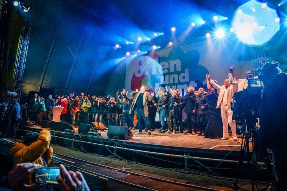 Zum Abschluss standen alle Künstler gemeinsam auf der Bühne.