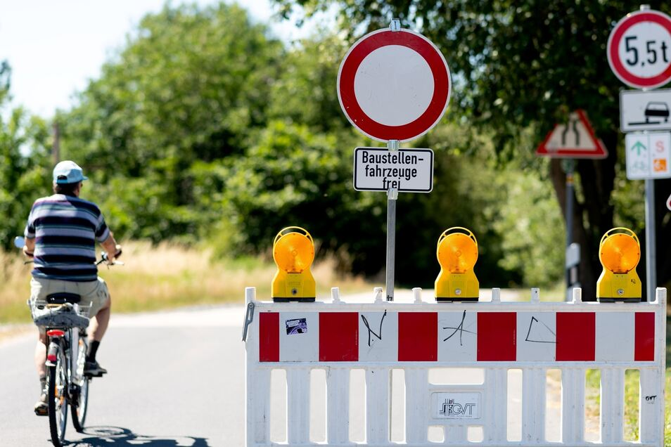 Wer von Medingen nach Marsdorf fahren will, steht seit Montag vor einem Verbotsschild.
