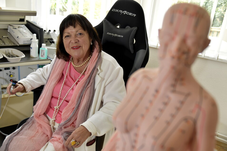 Bettina Hauswald eröffnete im vergangenen Jahr mit 70 Jahren eine Privatpraxis.