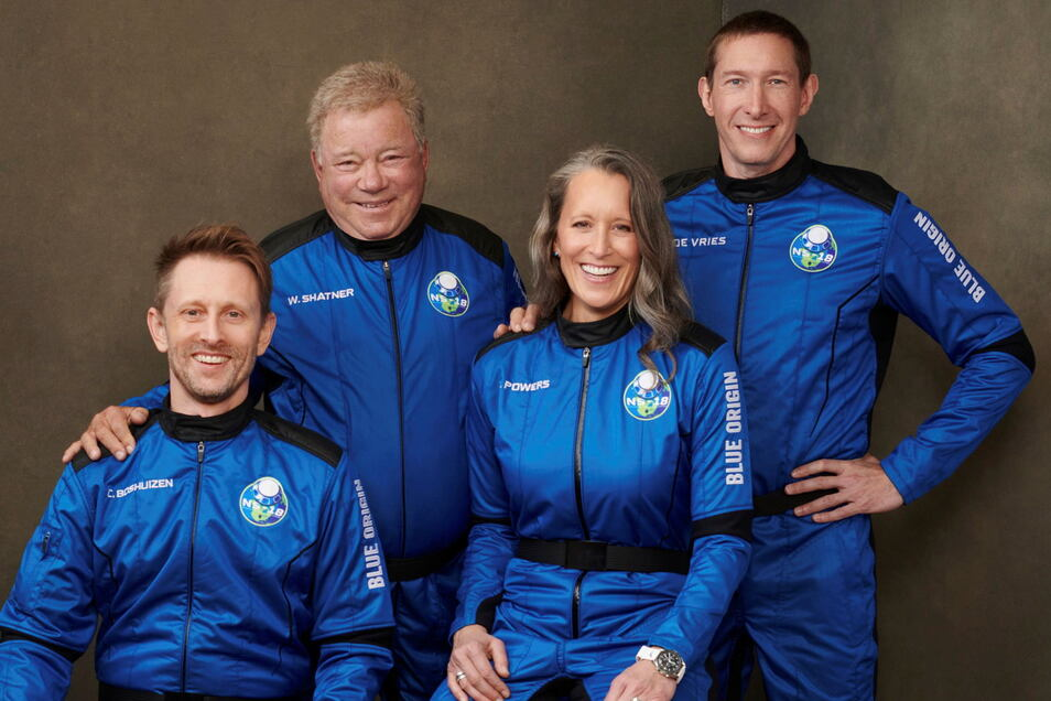 Chris Boshuizen (l-r), William Shatner, Audrey Powers und Glen de Vries sind zusammen ins All geflogen.