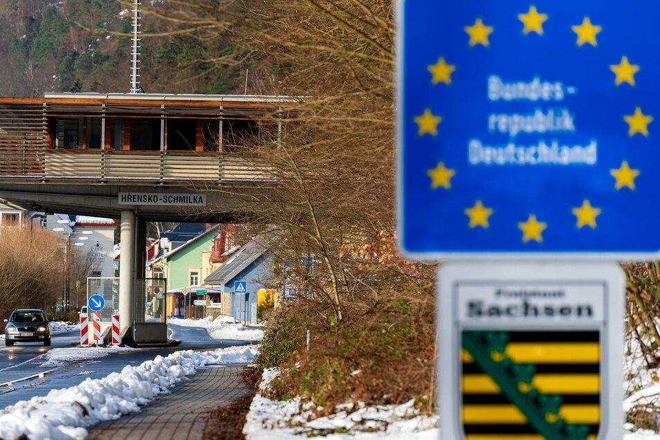 Am Grenzübergang in Schmilka hat der Verkehr erheblich zugenommen - bis der Lockdown kam.