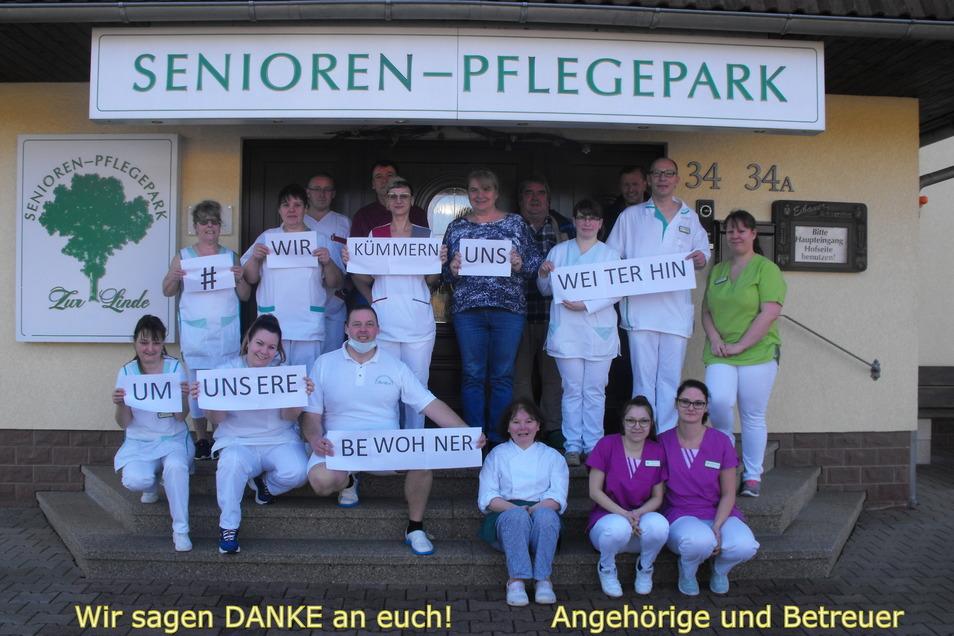 """Das Team vom Senioren-Pflegepark """"Zur Linde"""" in Zittau schickte diese Botschaft an die Angehören ihrer Hausbewohner. Kerstin Ehrentraut antwortete mit einem Dankes-Gruß und schickte es zurück."""