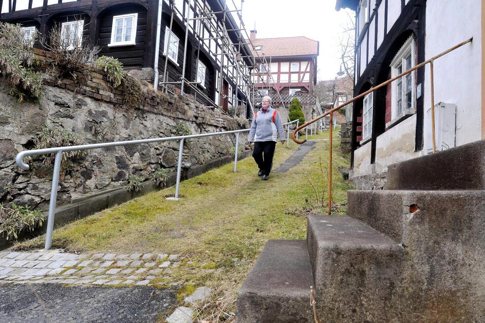 Viele der Stützmauern in Rosenthal sind in einem desolaten Zustand. Sie sollen seit Jahren saniert werden.