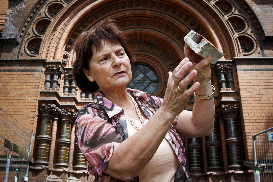 Margrit Kempgen kümmerte sich jahrelang um das Heilige Grab, den Nikolaifriedhof und die Nikolai- und die Lutherkirche (im Bild). Jetzt wird sie 70.