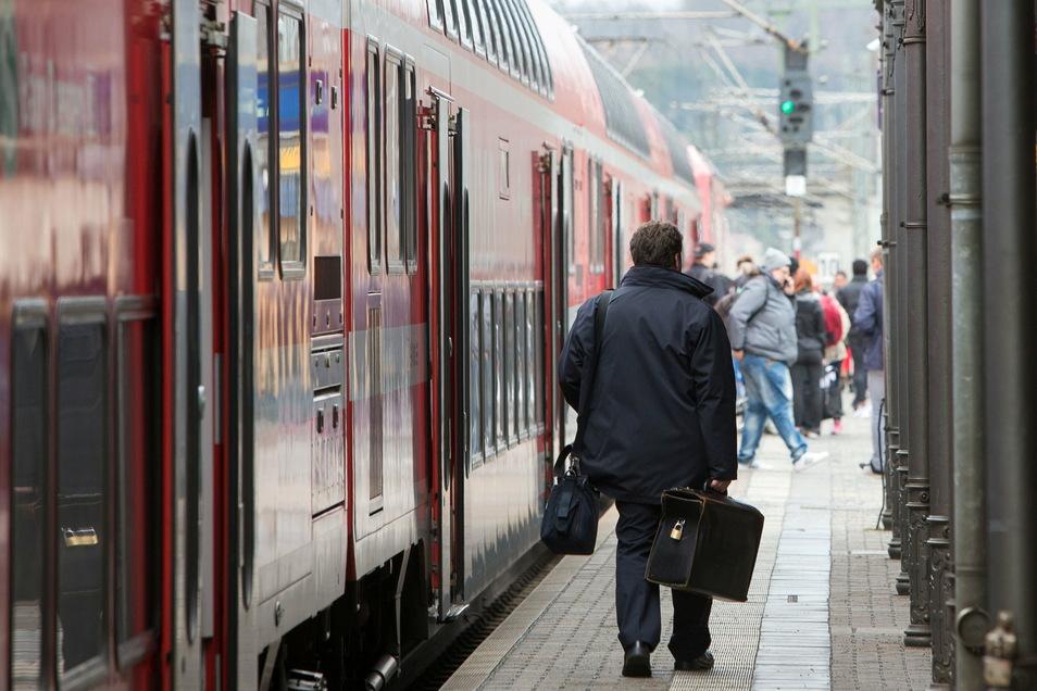 Bitte umsteigen: im Elbtal ist ab 22. Februar Ersatzverkehr für einige S-Bahnen unterwegs.