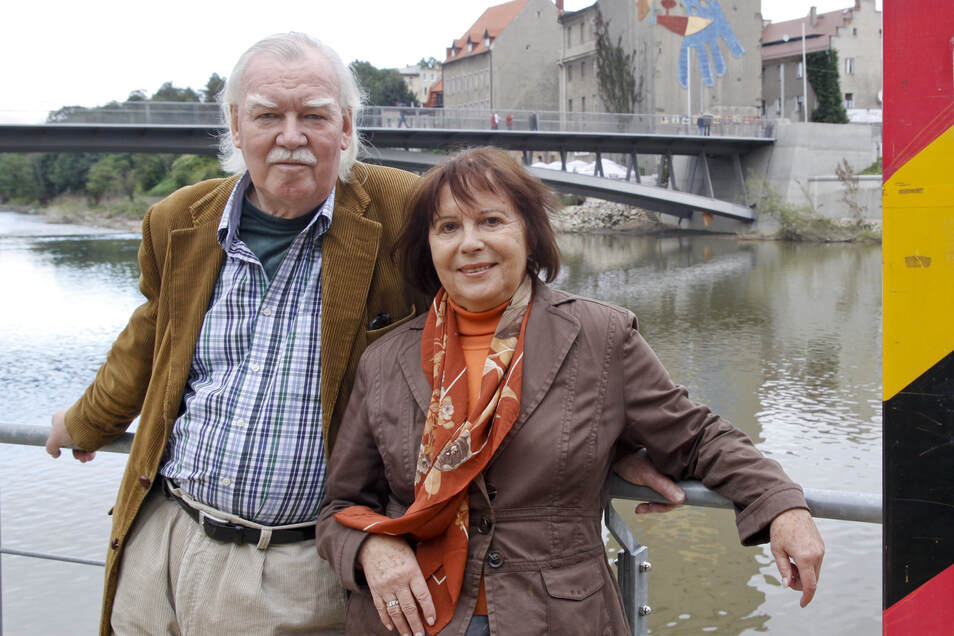 Dorothea und Randolph Braumann an der Görlitzer Altstadtbrücke.