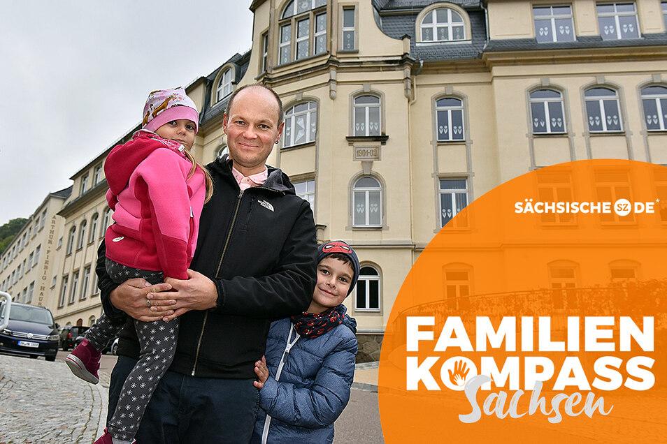 Manuel Schneider - hier mit seinen Dominik und Sarah - wünscht sich, dass es in Glashütte bald wieder eine Oberschule gibt. Doch das ist nicht so einfach.