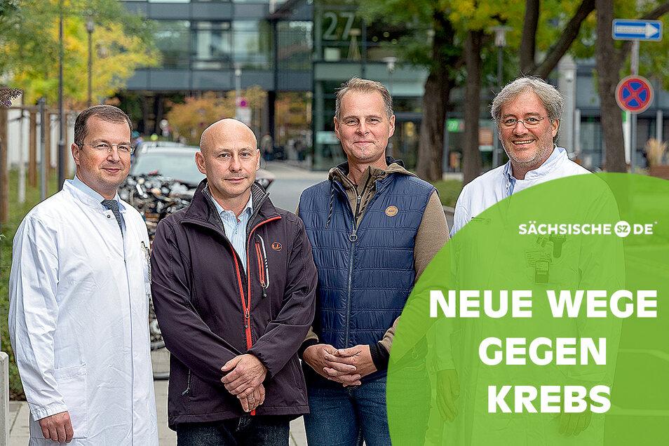 Zwei Ärzte, zwei Patienten, zwei Therapien: Klinikdirektor Prof. Christian Thomas (l.) und Oberarzt Dr. Tobias Hölscher (r.) mit Dirk Barthel (2. v. l.) und Sven Rosentreter (2. v. r.) auf dem Gelände des Dresdner Universitätsklinikums.
