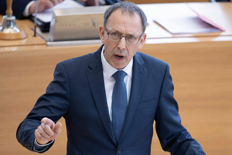 Sachsens AfD-Chef Jörg Urban bei einer Rede im Landtag.