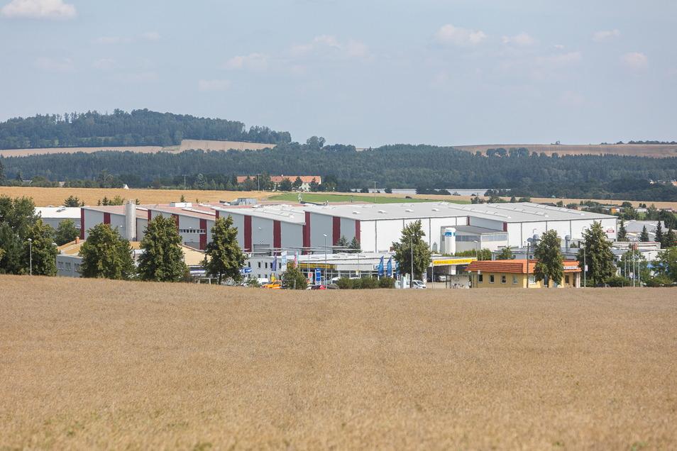 Ein Blick von Süden auf das Gewerbegebiet Reinholdshain. Auf der anderen Seite soll es in den nächsten Jahren in Richtung Oberhäslich erweitert werden.