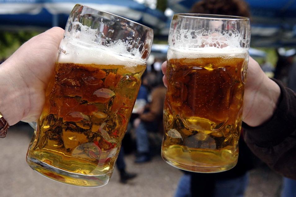 Sieben Monate mussten die Dresdner auf ein frisches Bier vom Fass warten. Jetzt aber ist Vorsicht geboten.