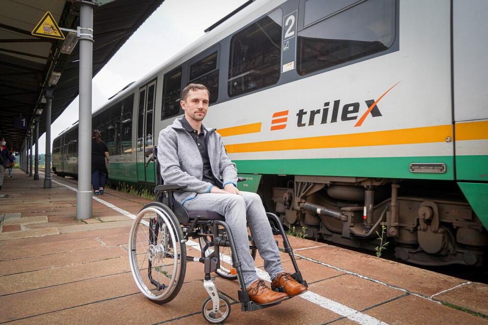 David Gratzl fährt oft mit dem Zug von Bischofswerda nach Dresden. Weil er angeblich beim Einsteigen zu langsam ist, wurde er von einer Zugbegleiterin beschimpft. Doch ihm geht es um mehr.