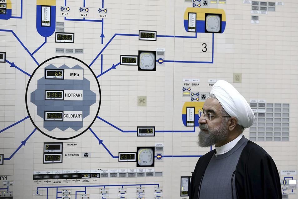 Irans Präsident Hassan Ruhani besuchte am Dienstag das Atomkraftwerk Bushehr.