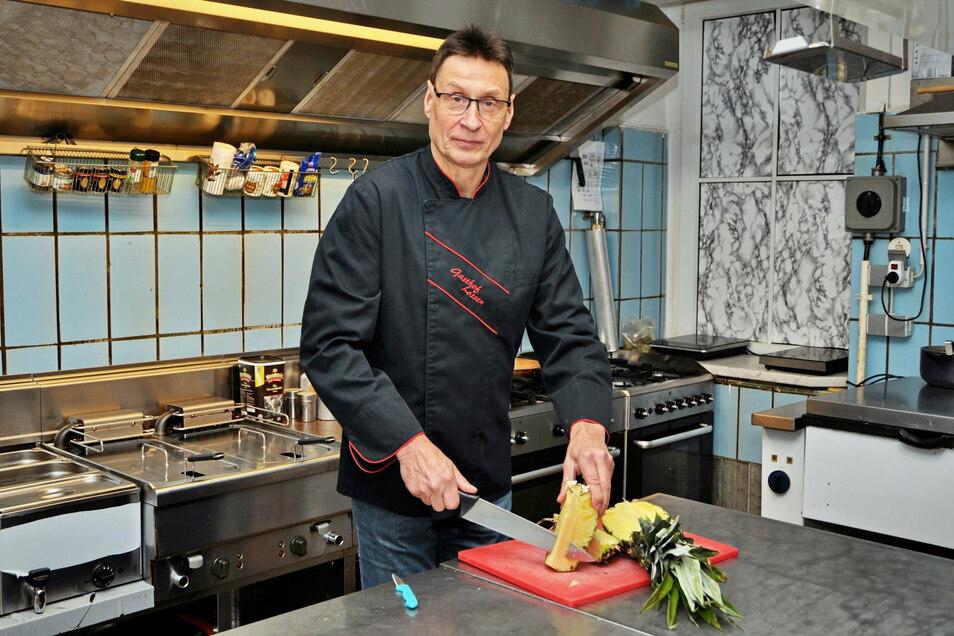 Wolfgang Möllendorf betreibt den Gasthof in Lossen. Seit 1983 arbeitet der 60-Jährige hier. 2023 will er das 500-jährige Bestehen des Gasthofs feiern.