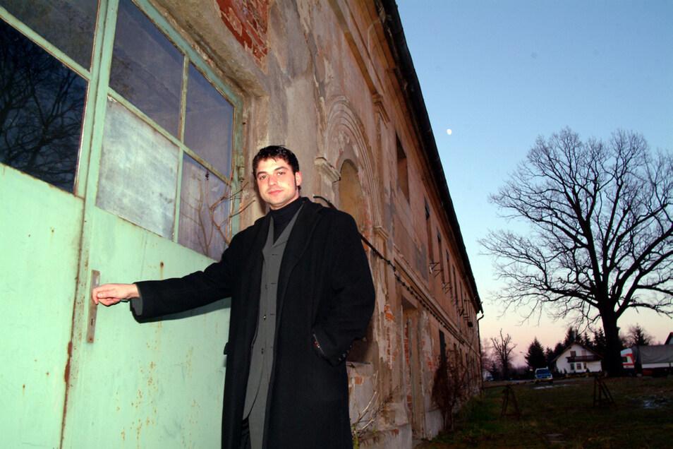 Foto mit Symbolwert. Am 21. Dezember 2004 entstand dieses Bild. Udo Witschas, damals seit drei Jahren Bürgermeister von Lohsa, brauchte für die Verwaltung ein neues und vor allem größeres Rathaus.