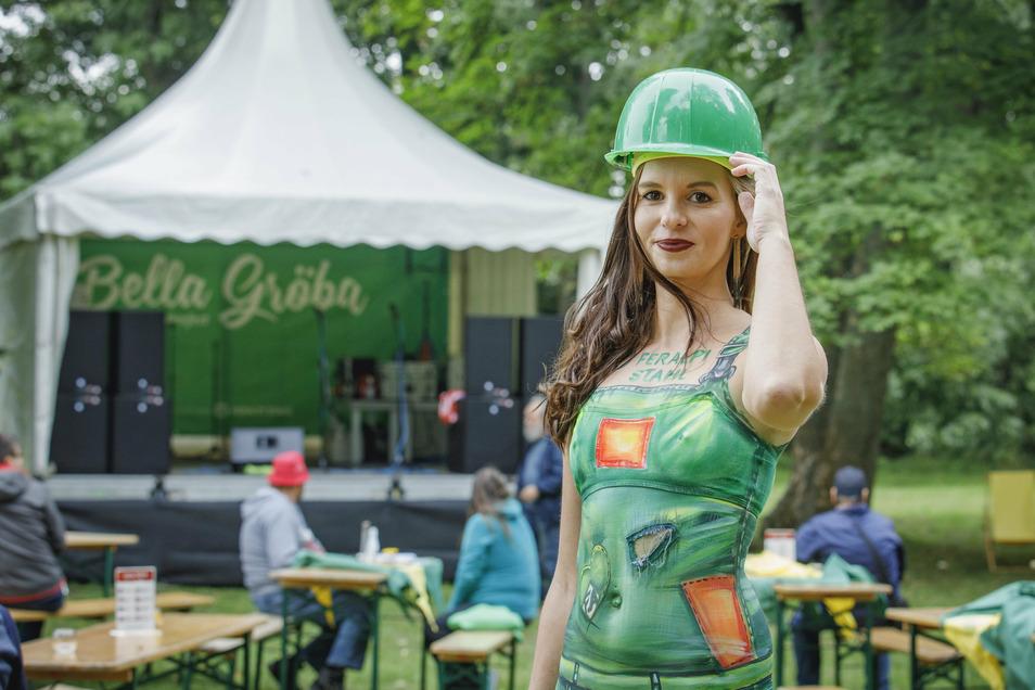 Bodypaint-Künstlerin Silke Kirchhoff verwandelte bei Bella Gröba ein Model in ein buntes Kunstwerk.