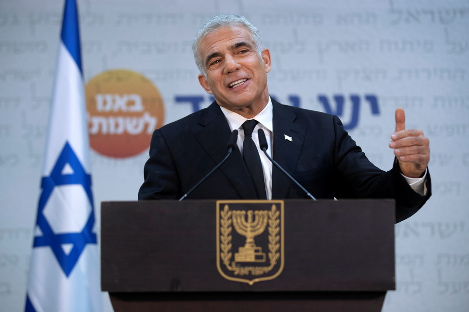 Weil Netanjahu mit der Bildung einer Regierung scheiterte, hat Israels Präsident Rivlin den Auftrag zur Regierungsbildung neu vergeben. Der bisherige Oppositionsführer Jair Lapid (Foto) von der Zukunftspartei soll nun eine Koalition formen.