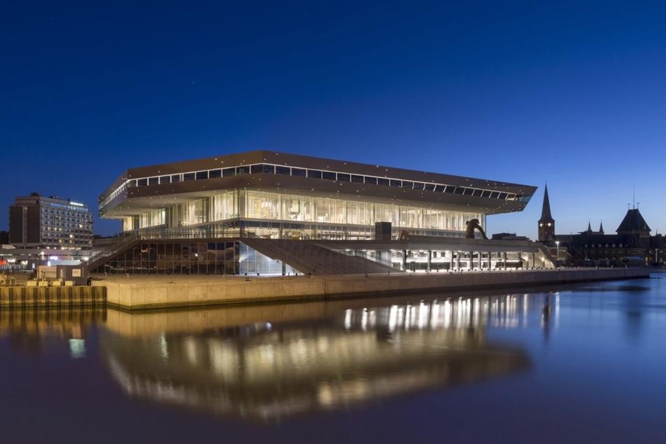 """Die Bibliothek im dänischen Aarhus gilt als prominentestes Beispiel für den Wandel der Bibliotheken zu """"dritten Orten"""" zwischen der Arbeitsstelle und dem Zuhause."""