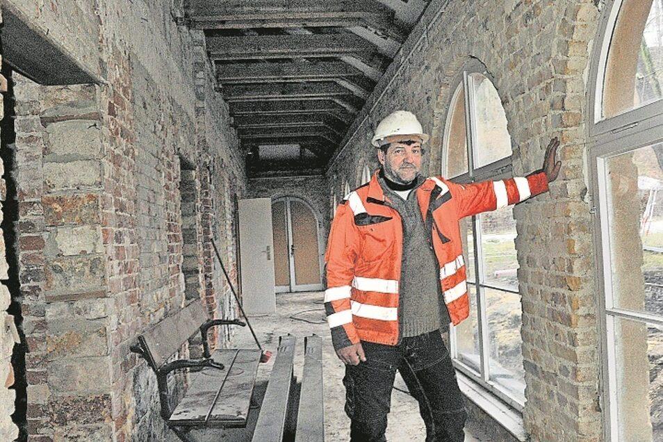 Mario Eggert von der geichnamigen Baufirma aus Spremberg hat schon an einigen Gebäuden im Pückler-Park gearbeitet. Nun ist seine Firma im Badepark tätig.