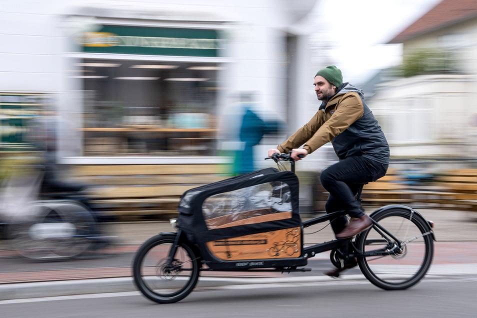 Klimafreundlich, platzsparend, leise - immer mehr Menschen entdecken Lastenfahrräder als alternatives Transportmittel. Auch Sachsen unterstützt die Anschaffung.