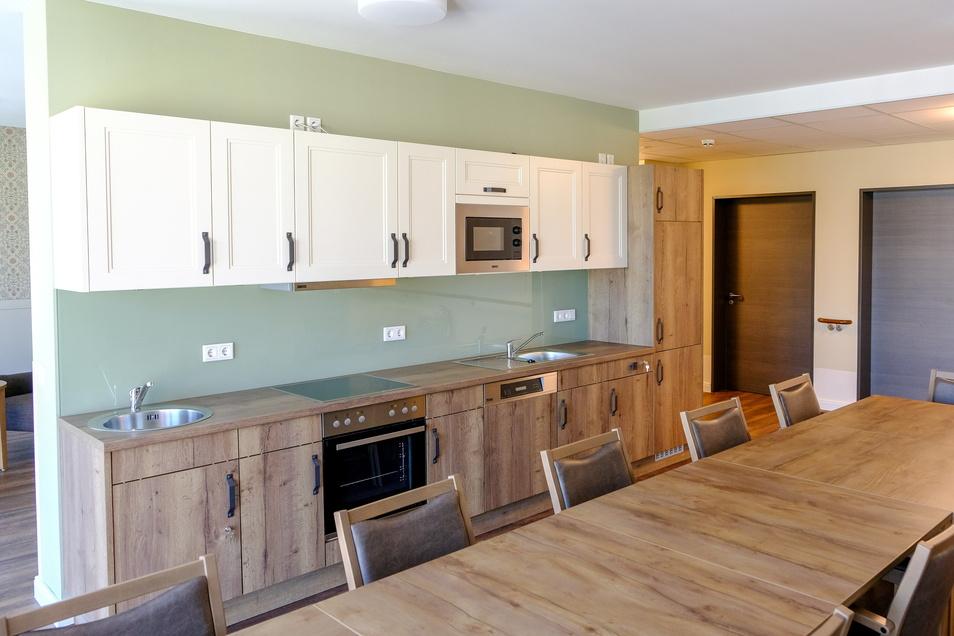 Zwei Gemeinschaftsräume gibt es je Etage, mit Küche, in der die Bewohner selbst agieren können.