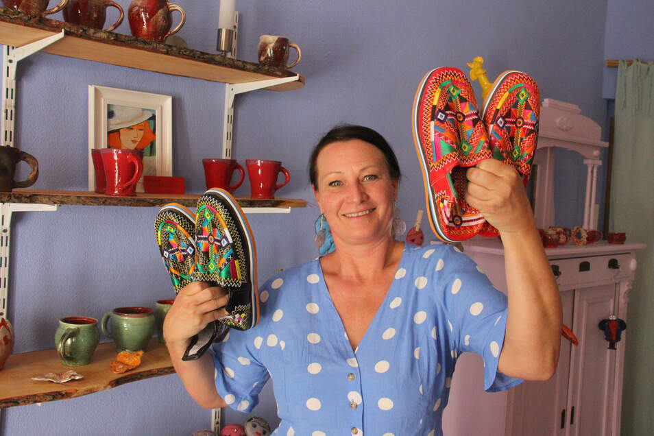 Trotz Corona-Krise wagt Sylvia Weise in Bautzen den Schritt in die Selbstständigkeit. Sie hat jetzt die Töpferei Drosselbart auf der Schloßstraße übernommen und verkauft dort auch orientalische Hausschuhe.