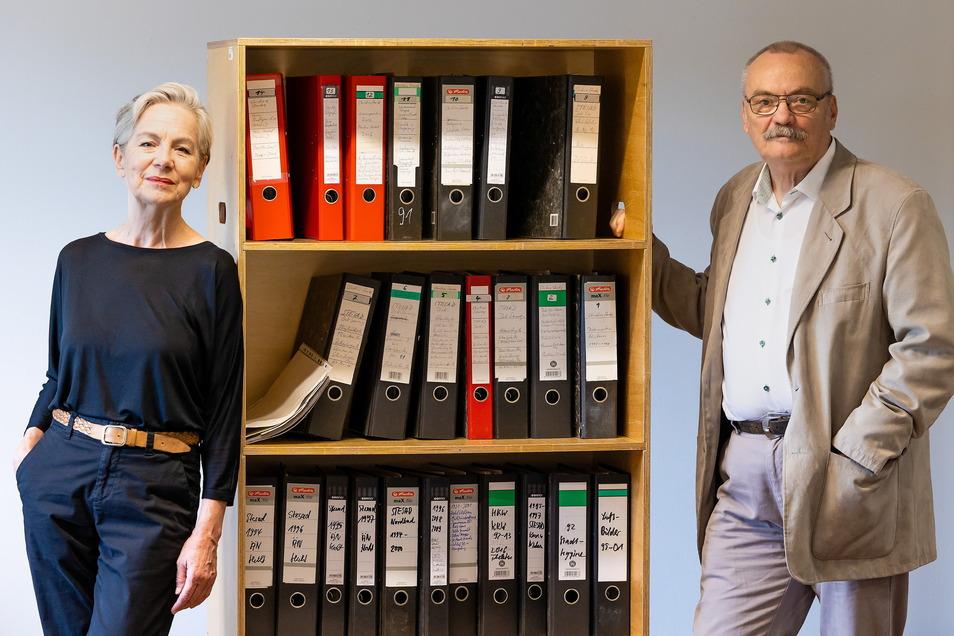 Aktenordner voller Leben: Christine und Günter Starke übergeben Fotos aus vier Jahrzehnten an das Dresdner Stadtarchiv.
