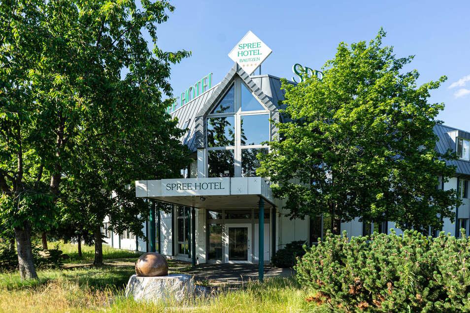 Das Spreehotel am Bautzener Stausee steht erneut zum Verkauf. Erst im Herbst vergangenen Jahres hatte es den Eigentümer gewechselt.