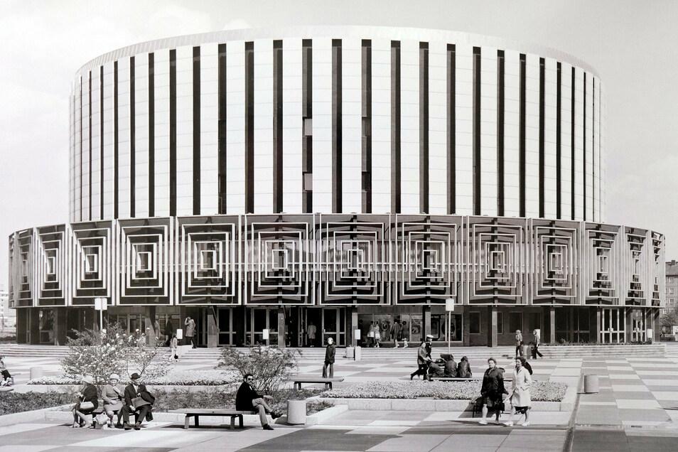 Unter Günter Gruners Leitung entstand auch der wohl bekannteste DDR-Bau Dresdens. Das Rundkino steht seit 2003 unter Denkmalschutz.
