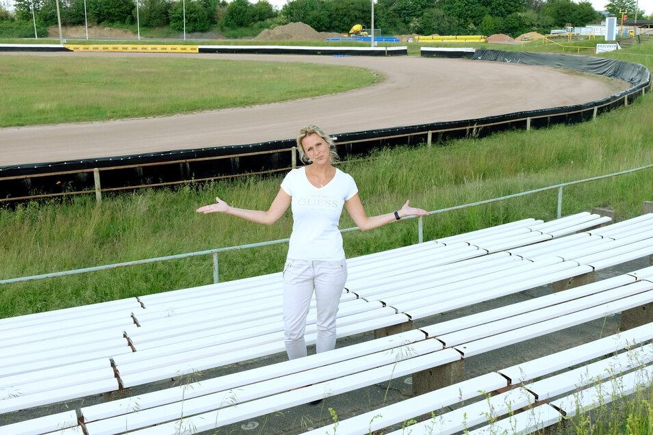Über leere Ränge auf der Speedwaybahn in Meißen freut sich auch die Schatzmeisterin des MC Meißen, Anke Geyer, nicht. Und doch hat sich der Verein entschieden, am 6. Juni ein Geisterrennen in Zaschendorf durchzuführen.