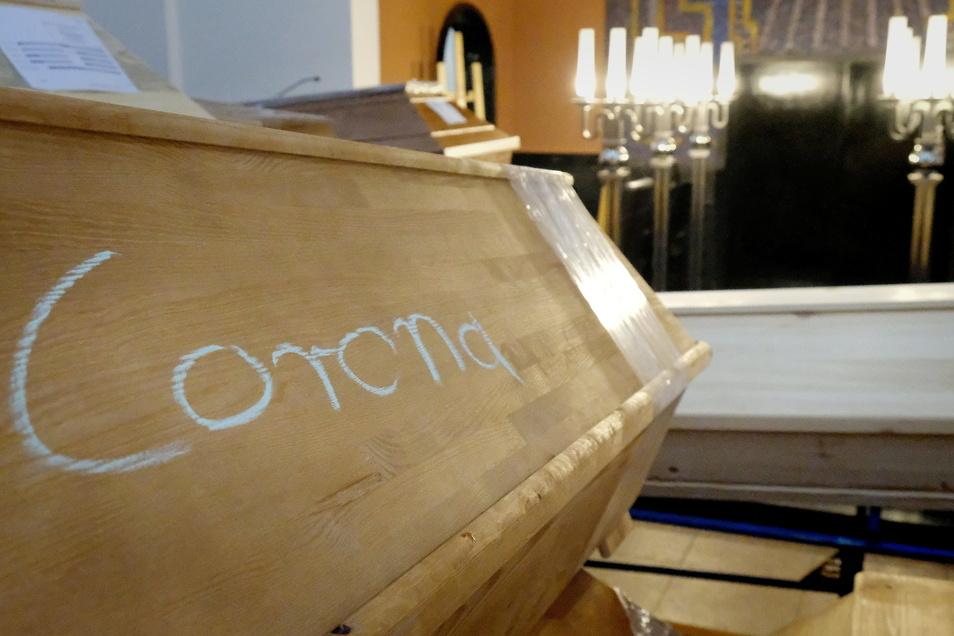 Im Krematorium in Meißen haben sich Mitte Januar 2021 die Särge der Corona-Toten in der Feierhalle und auf den Fluren gestapelt. Der Januar war der Monat mit den meisten Corona-Toten.
