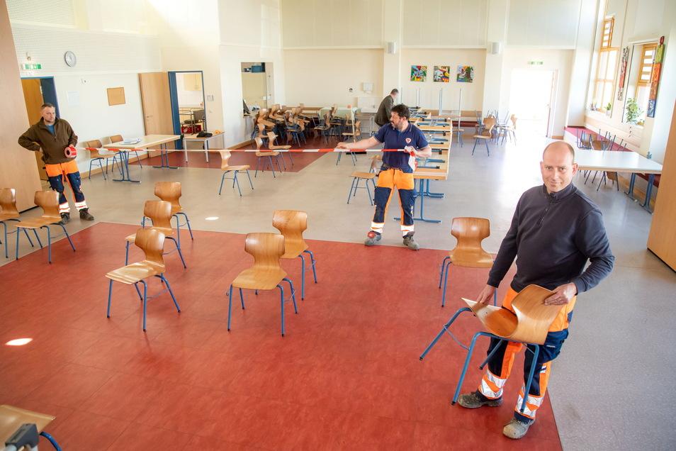 Bei einer Impfaktion im März in Kodersdorf waren die Termine schnellstens belegt. Inzwischen bleiben viele Warte-Stühle frei.