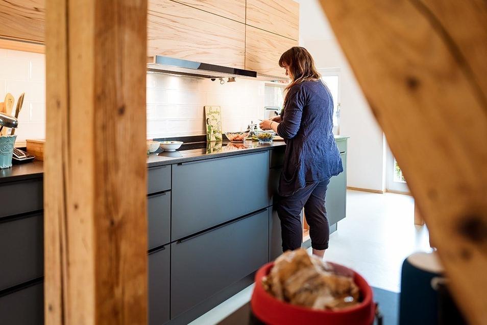 Die Küchentesterfamilie aus Dresden mag es, verschiedene Stile zu kombinieren – Holz zu Metall, alt zu neu usw. – es sollte jedoch nicht zu synthetisch / künstlich wirken.
