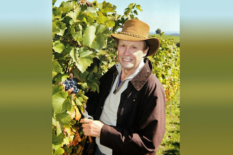 Auf seinem Weingut in Gamlitz in der Steiermark probiert er als Unternehmer etwas Neues aus. Denn er liebt guten Wein. Lässt ihn aber anbauen.