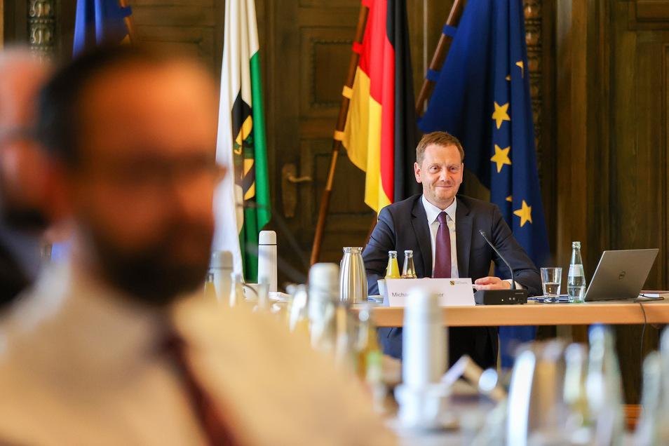 Michael Kretschmer (CDU), Ministerpräsident von Sachsen, eröffnet die auswärtige Kabinettssitzung der sächsischen Staatsregierung.