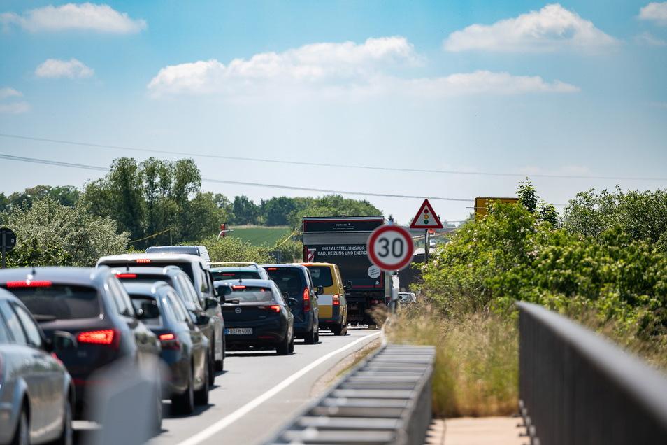 In Sachsen dürfte es zum Start in die Sommerferien volle Straßen geben.