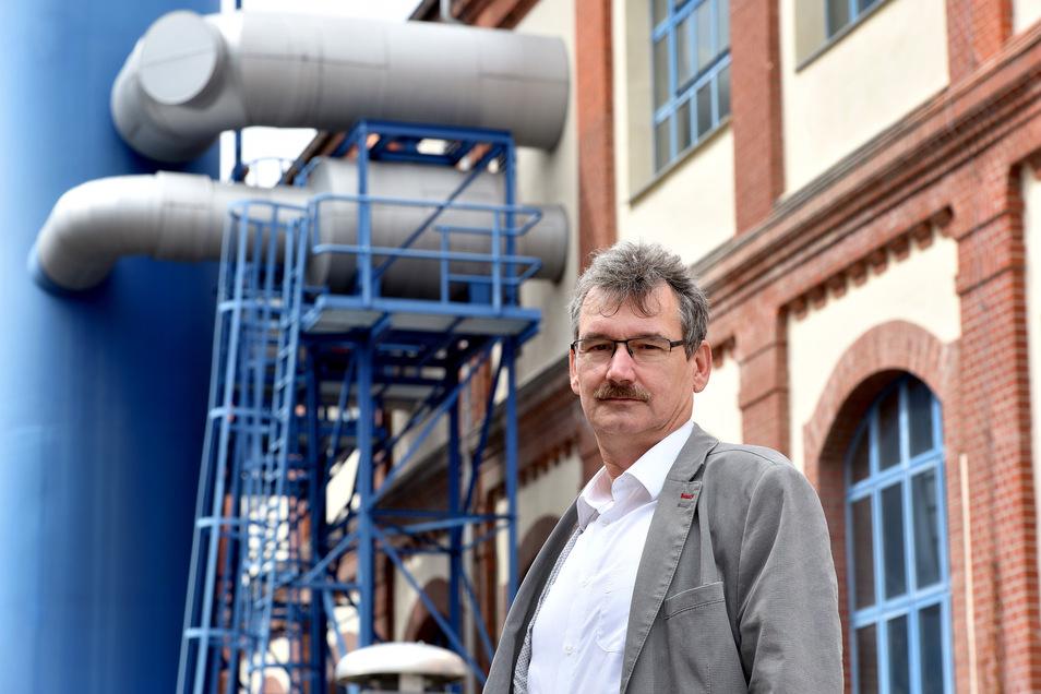 Matthias Hänsch von den Stadtwerken Zittau erklärt den Stromausfall.