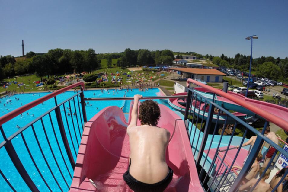 """Im Freibad """"Windi"""" gibt es on Top einen einmaligen Blick über Freital, der den Aufenthalt versüßt."""