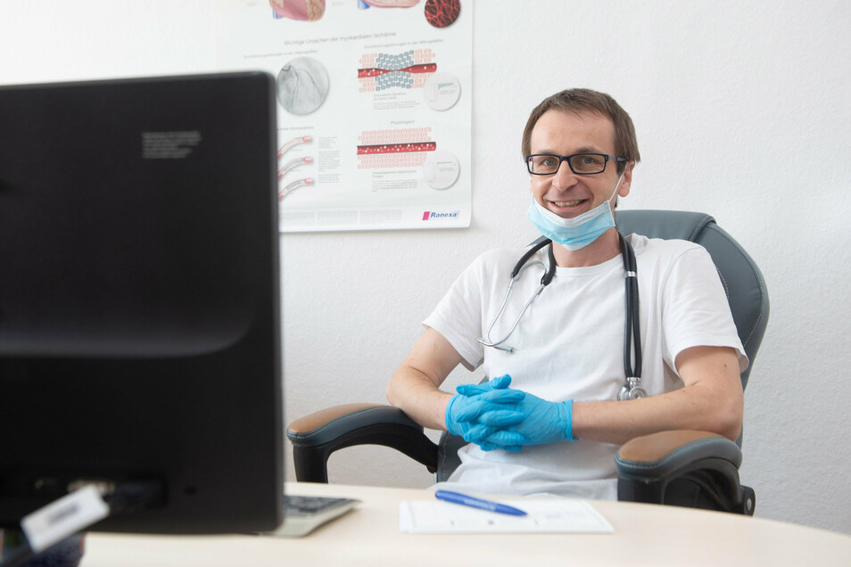Dr. Peter Bačar ist der neue Hausarzt in der Praxis am Robert-Blum-Weg in Radeberg. Es gibt keinen schöneren Beruf, sagt er.