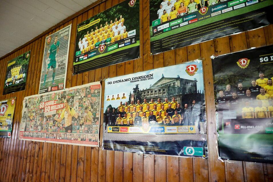 Mit zig Mannschafts- und Spieler-Postern hat sie die Gaststube und den großen Saal geschmückt.