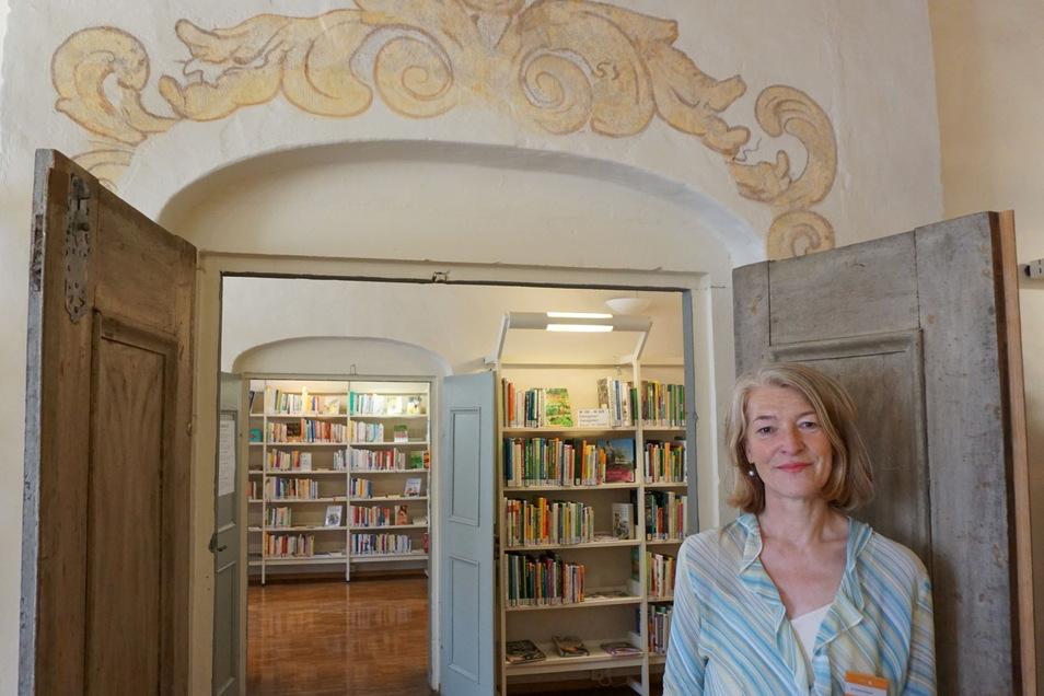 Simone Simpson leitet seit Juni die Stadtbücherei in Pirna.