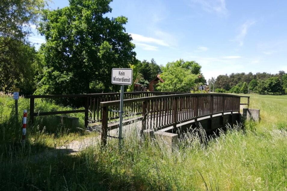 Alternativ könnte diese nur wenige Meter entfernte Holzbrücke die desolate Brücke am Kirchsteig ersetzen. Eine Baufirma stünde dafür bereit, aber nicht mehr lange.