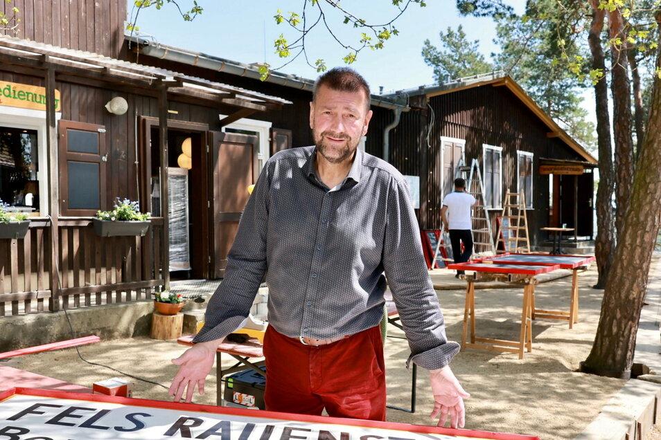 Umtriebiger Unternehmer: Sven-Erik Hitzer hat erst kürzlich die Bergbaude auf dem Rauenstein bei Weißig übernommen.