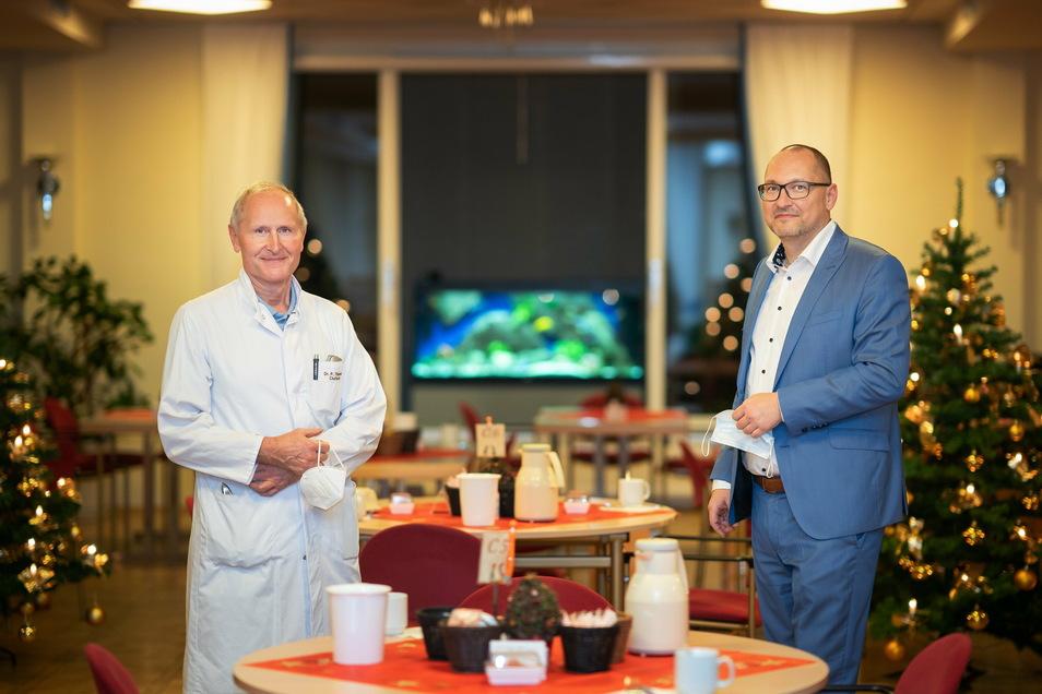 Chefarzt Peter Themann (l.) und Geschäftsführer Torsten Wagner sind für die Rehaklinik am Tharandter Wald verantwortlich. Die Einrichtung informiert nach Vorwürfen nun offen über Coronafälle.